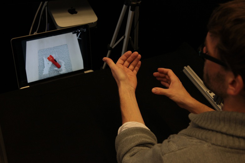 inform-dynamic-shape-display-by-MIT-tangible-media-group-2