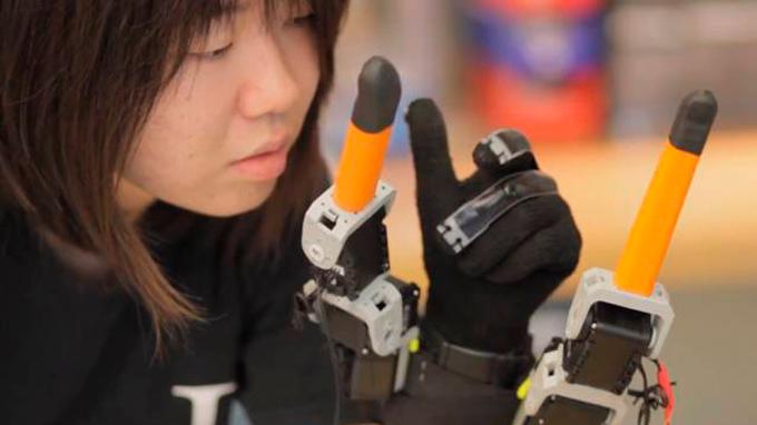 MIT-Extra-Fingers