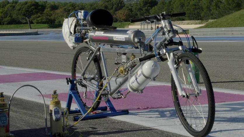 Bike-vs-Ferrari-3