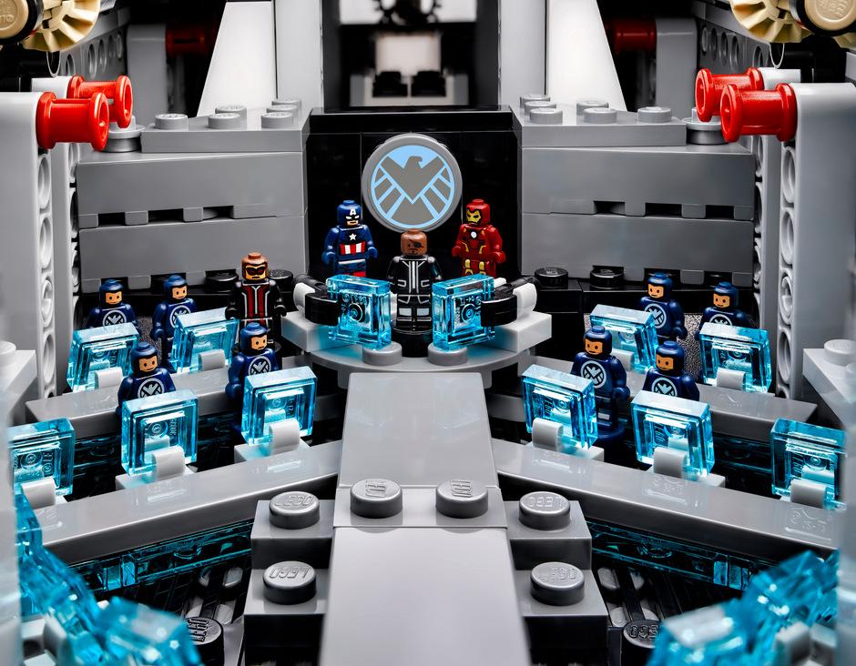 LEGO Marvel SHIELD UCS Helicarrier 76042-1 (6)