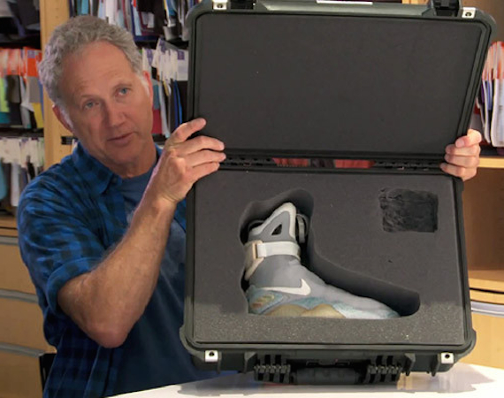 Nike Air MAG 006