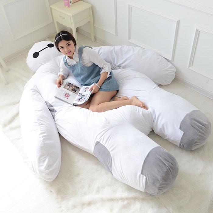 Un sof cama inflable en forma de baymax de la pel cula for Sofa cama inflable