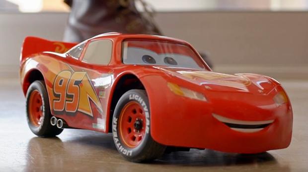 Este juguete de rayo mcqueen es lo m s adorable que ver s - Cars en juguetes ...