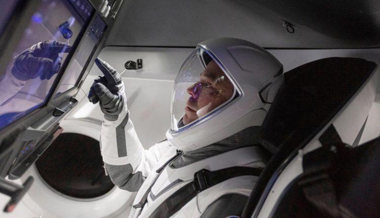 SpaceX-Crew-Dragon-Astronaut-Robert-Behnken