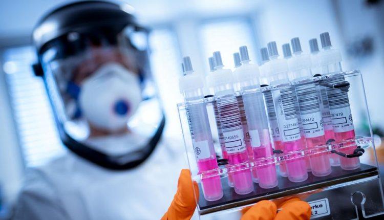 EuropaPress_2775245_imagen_recurso_trabajadores_laboratorio_busca_vacuna_contra_coronavirus_20200402203018_4_8_484735828-kQa-73DGGX0WP97214QL-992×558@LaVanguardia-Web