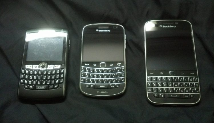 BlackBerry_8820,_BlackBerry_Bold_9900_and_BlackBerry_Classic