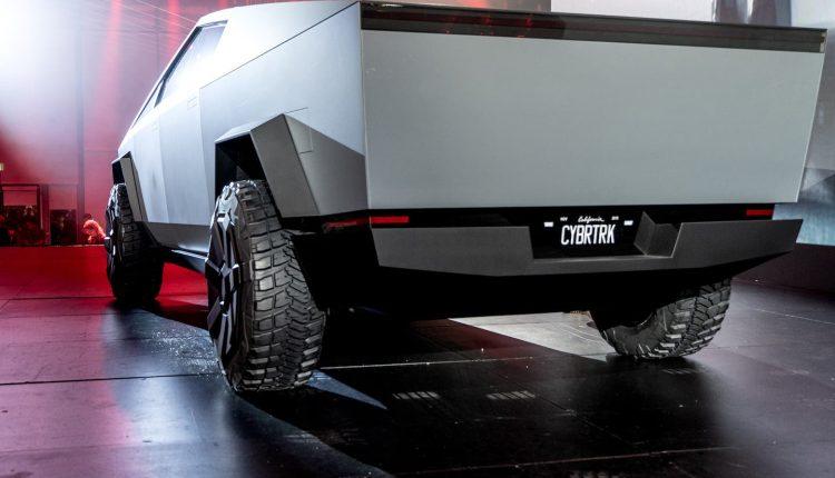 hipertextual-mira-cybertruck-tesla-acelerar-coche-deportivo-angeles-2019671649
